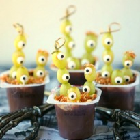 healthy-halloween-grape-eyed-monster-pudding-cups_0104